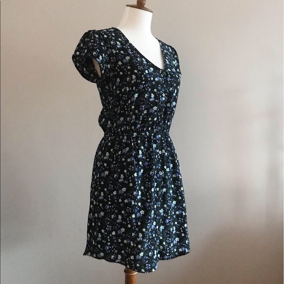 Urban Outfitters Dresses & Skirts - Kimchi Blue Floral Button Down Dress- Size Small